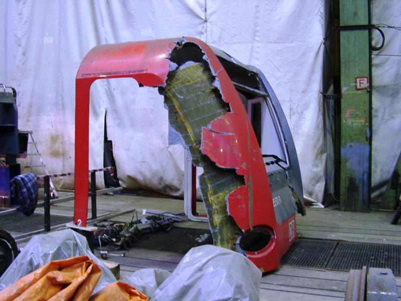 Geschädigtes Führerhaus Triebwagen ET-425-071